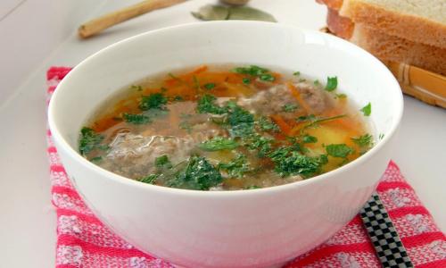 Этот суп вызывает камни в почках: срочно уберите из рациона